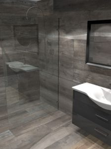 10_545a-virtual-design-for-a-large-luxury-wetroom-tiled-with-oak-effect-porcelain-tiles