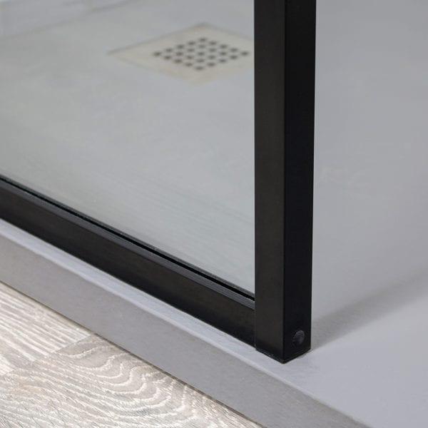 Inspirit shower screen black corner detail