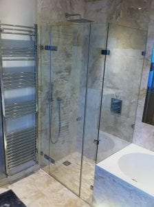 concept-marlow-frameless-end-of-bath-shower-1
