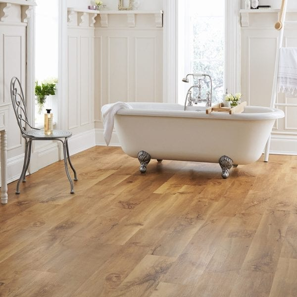 Karndean Van Gogh Auckland Oak vinyl plank flooring in a period bathroom