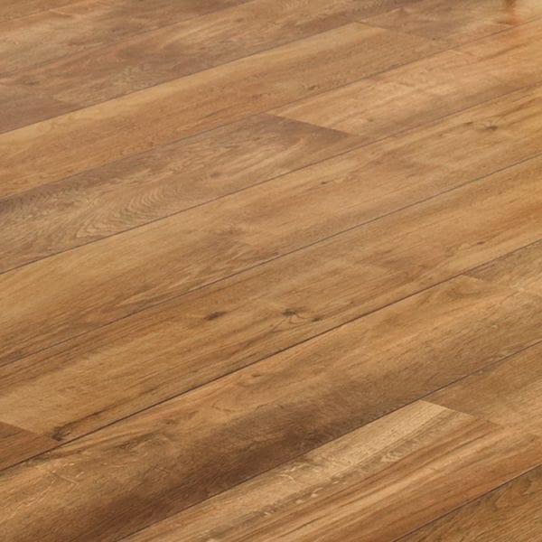 Karndean classic oak vinyl plank flooring detail